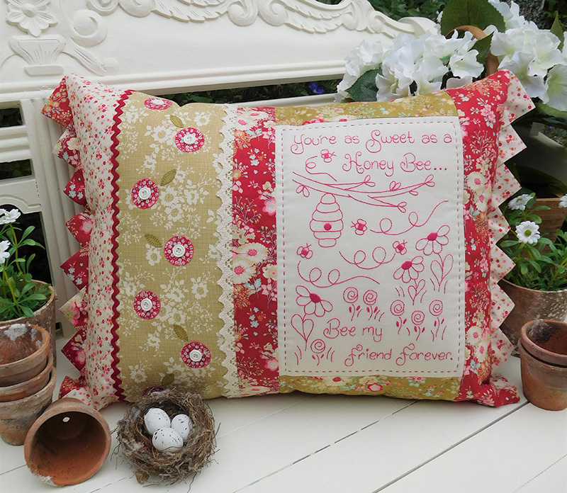 Quilting Sewing Cushion Pattern HONEY BEE Sally Giblin The Rivendale Collection NEW