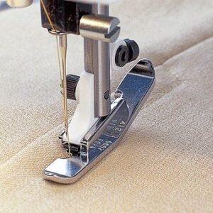 Husqvarna Viking Metal NARROW Zipper Foot, suits most Sewing machines NEW