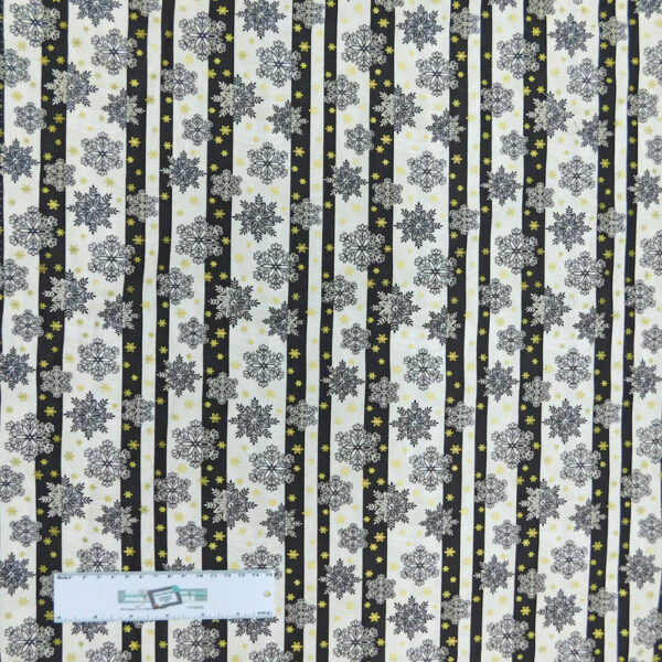 Patchwork Quilting Sewing Fabric Black & White Snowflakes 50x55cm FQ New