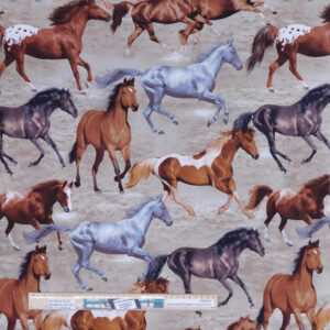 Patchwork Quilting Sewing Fabric HORSES ON THE RUN 50x55cm FQ New