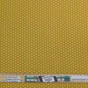Quilting Sewing Fabric CHICKEN WIRE HONEYCOMB GOLD Material 50x55cm FQ